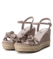 Comprar Xti Sandals wide wedge 035040 taupe - Wedge height: 10cm